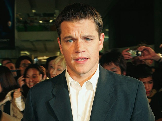 SYDNEY, AUSTRALIA - AUGUST 23: Actor Matt Damon takes break from signing autographs to pose for a picture at the premiere of 'The Bourne Supremacy' at the new Greater Union Cinemas in Bondi-Junction August 23, 2004 in Sydney, Australia. (Photo by Patrick Riviere/Getty Images)