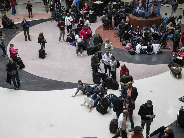Long lines form at Hartsfield-Jackson International Airport after a power outage, Sunday, Dec. 17, 2017, in Atlanta. A sudden power outage at the Hartsfield-Jackson Atlanta International Airport on Sunday grounded scores of flights and passengers during one of the busiest travel times of the year. (Steve Schaefer/AP)