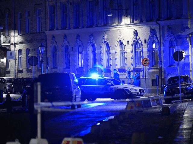SWEDEN-CRIME-SYNAGOGUE Police arrive after a synagogue was attacked in a failed arson attempt in Gothenburg, Sweden, late December 9, 2017. No one was injured but Jewish community members told local media the synagogue was attacked by a group of masked men who threw multiple burning objects. / AFP PHOTO / …