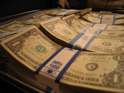 Cash (Ryan Shea / Flickr / CC)