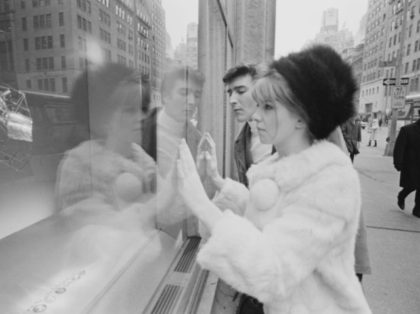 English actess Jane Asher window-shopping with British actor Gawn Grainger in New York City, 21st February 1967. (Photo by Harry Benson/Daily Express/Hulton Archive/Getty Images)