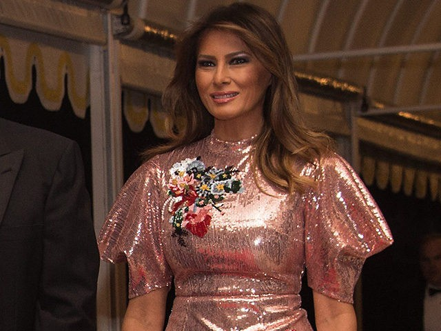 US President Donald Trump, First Lady Melania Trump and their son Barron arrive for a new year's party at Trump's Mar-a-Lago resort in Palm Beach, Florida, on December 31, 2017. / AFP PHOTO / NICHOLAS KAMM (Photo credit should read NICHOLAS KAMM/AFP/Getty Images)
