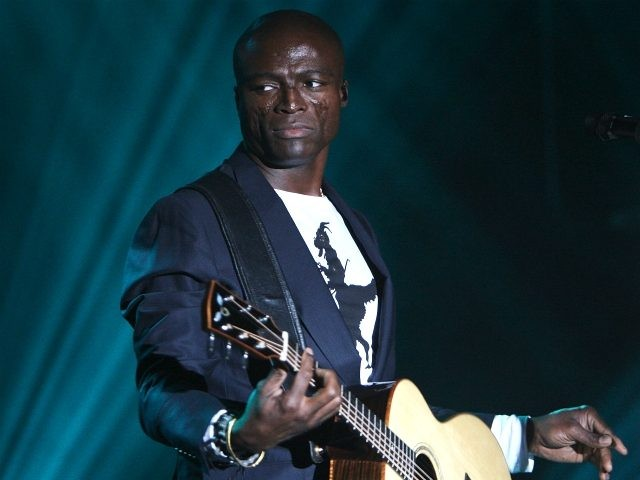Singer/musician Seal performs at The Hard Rock NY 4th Annual Musicians On Call Benefit January 29, 2008 in New York City. (Photo by Stephen Lovekin/Getty Images)