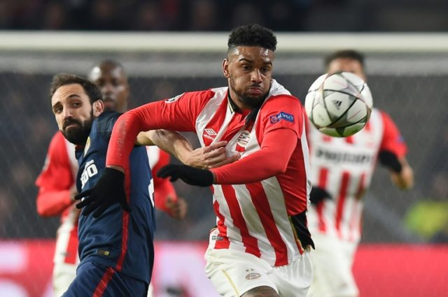 PSV Eindhoven's forward Jurgen Locadia (R) evades Atletico Madrid's defender Juanfran during the UEFA Champions League round of 16 first leg football match between PSV Eindhoven and Atletico Madrid in February 2016