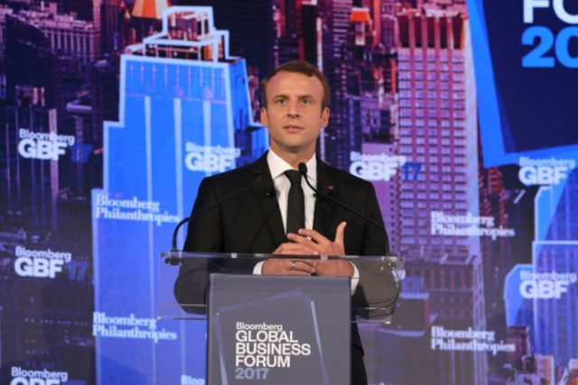 Macron hosts 140 CEOs in pre-Davos charm offensive