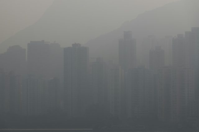 Hong Kong engulfed in smog as fears grow over air