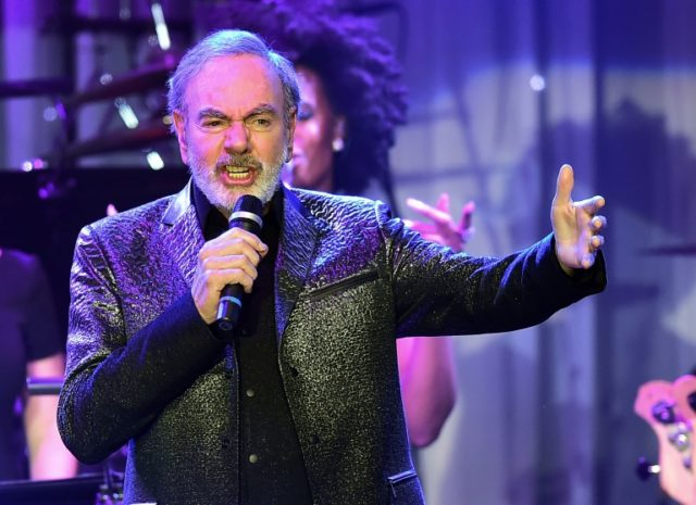 Neil Diamond reveals Parkinson's, ends touring
