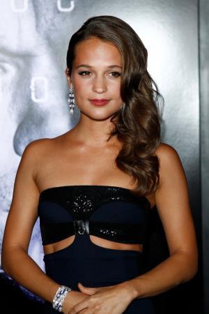 Alicia Vikander is a survivor in new 'Tomb Raider' trailer