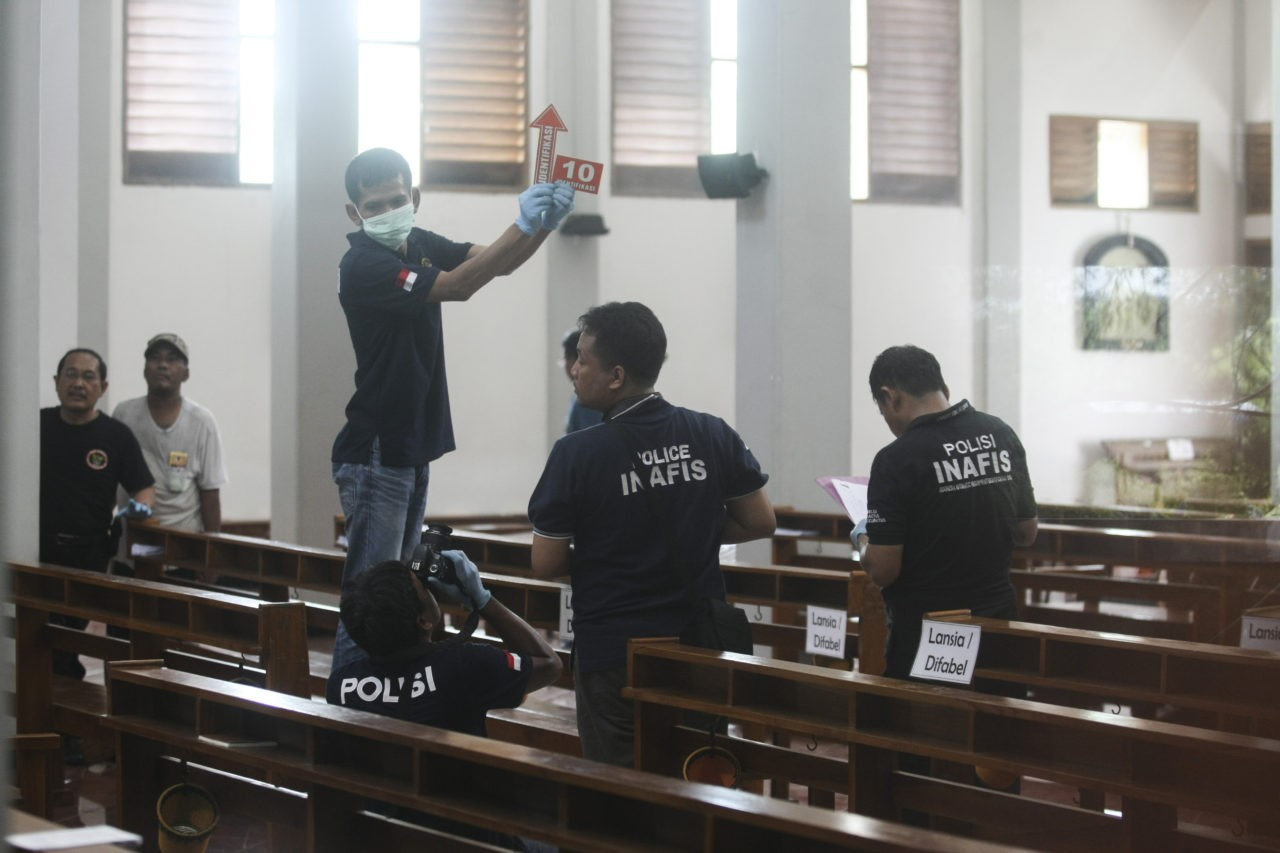 Priest and worshippers hurt in sword attack in Indonesian church
