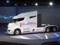 Nikola Motor Company, a developer of hydrogen-powered big rigs, announced on Tuesday that it plans to build a $1 billion plant in Arizona.