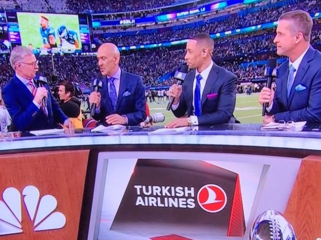 Turkish Airlines at Super Bowl (@stevenacook / Twitter)