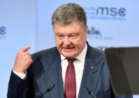 Petro Poroshenko is seeking a compromise on a draft law paving the way for a new anti-corruption court