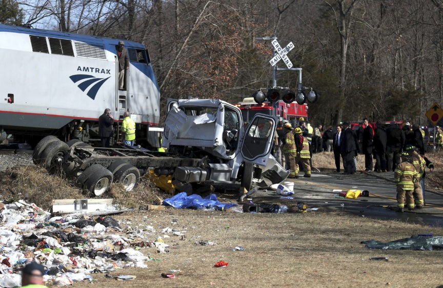 [Image: 2ak4kq_aptopix-gop-train-accident-43971-...-train.jpg]
