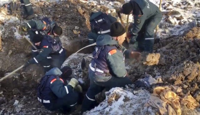 Russian investigators study crashed plane's flight recorders