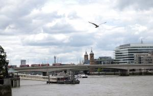 Unexploded WWII bomb found in Thames; London City Airport shut down