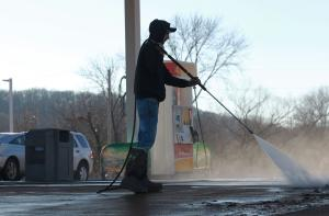 U.S. retail gas prices finally moving lower