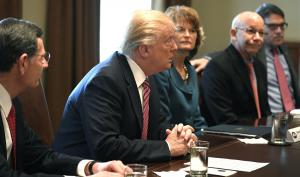 Trump discusses infrastructure plan with lawmakers