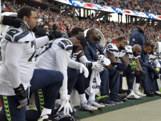 Woman screams at Seahawks' Mike Tyson and Neiko Thorpe over anthem protests