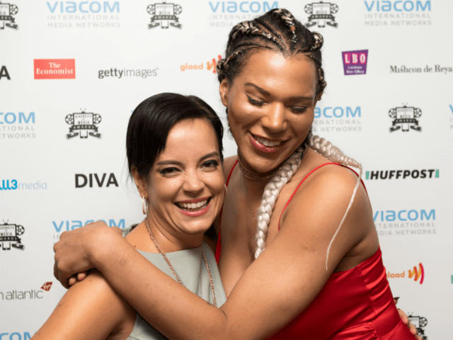 LONDON, ENGLAND - SEPTEMBER 15: Lily Allen and Munroe Bergdorf pose for photographs at the Diversity in Media Awards on September 15, 2017 in London, England. (Photo by Chris J Ratcliffe/Getty Images)