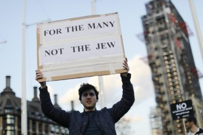 Members of the Jewish community hold a protest against Britain's opposition Labour party leader Jeremy Corbyn and anti-semitism in the Labour party, outside the British Houses of Parliament in central London on March 26, 2018. / AFP PHOTO / Tolga AKMEN (Photo credit should read TOLGA AKMEN/AFP/Getty Images)
