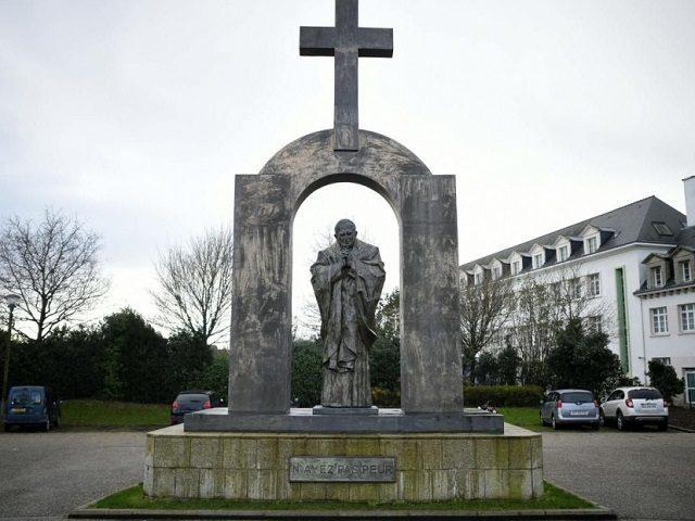 JPII-cross Ploermel