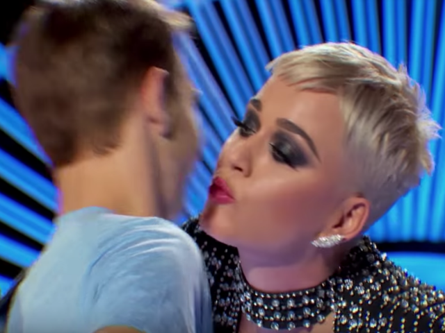 Katy Perry kiss