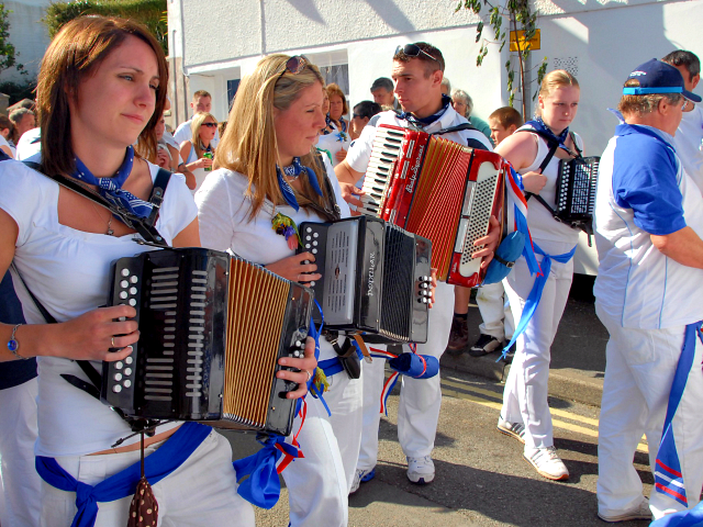 Padstow Festival starts at midnight on May 1st with unaccompanied singing around the Town in particular the Golden lion Inn. In the morning, the town is dressed with greenery, flowers and flags with the centrepoint being the maypole. The climax arrives when dancers cavort through the town dressed as one …