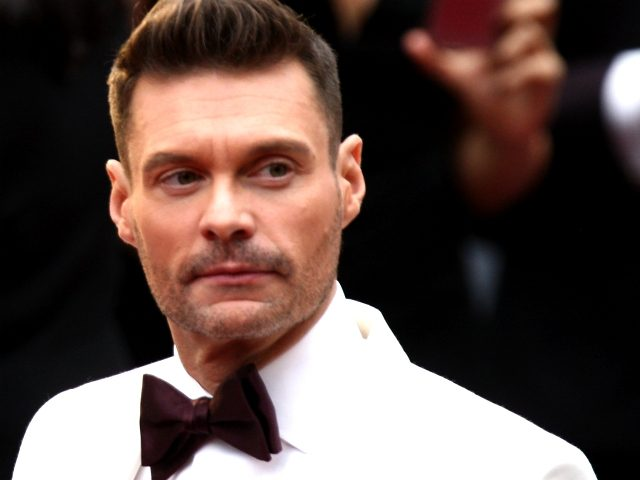 US tv producer Ryan Seacrest poses as he arrives on the red carpet for the 89th Oscars on February 26, 2017 in Hollywood, California. / AFP / ANGELA WEISS (Photo credit should read ANGELA WEISS/AFP/Getty Images)