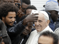 Pope Francis Tells Rome Mayor to 'Welcome and Integrate' Migrants