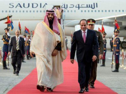 Egyptian President Abdel Fattah al-Sisi (C-R) welcomes Saudi Arabia's Crown Prince Mohammed bin Salman (C-L) upon his arrival in Cairo on March 4, 2018
