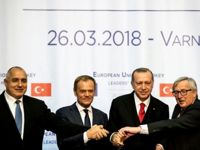 (L-R) Bulgarian Prime Minister Boyko Borissov, European Union President Donald Tusk, Turkish President Recep Tayyip Erdogan and European Commission chief Jean-Claude Juncker pose for a photo after their joint news conferencein Varna on March 26, 2018