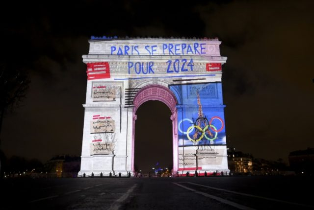 Government experts concerned that the public contribution to the Olympics would exceed what has already been earmarked urged the French Olympic commmittee to scale back their ambitions