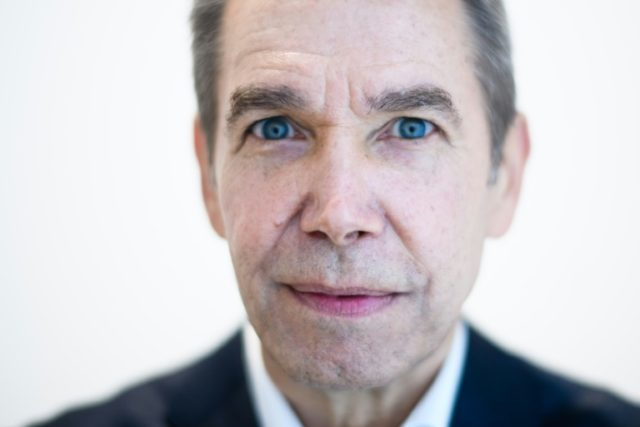 US artist Jeff Koons poses during an interview with AFP in Hong Kong