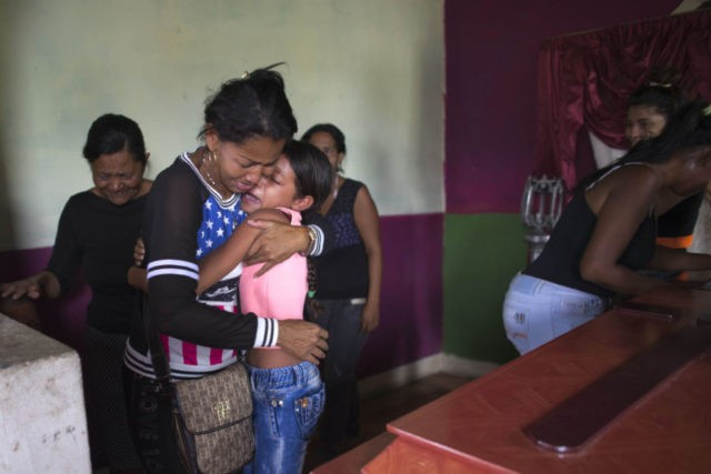 Relatives of Venezuela jail fire victims begin mourning dead