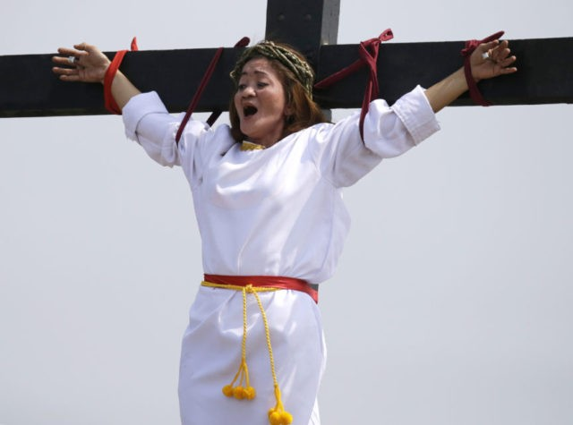 Devotees reenact Good Friday crucifixions in Philippines