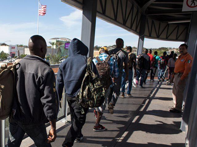 Caravan Migrants Attempt Border Crossing into CA - AFP Photo Guillermo Arias