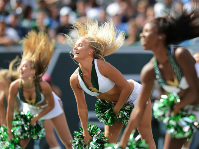 Ex-NFL cheerleaders offer $1 settlement for meeting with Roger Goodell