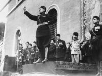 Italian fascist dictator Benito Mussolini (1883 - 1945) giving a speech. (Photo by Fox Photos/Getty Images)