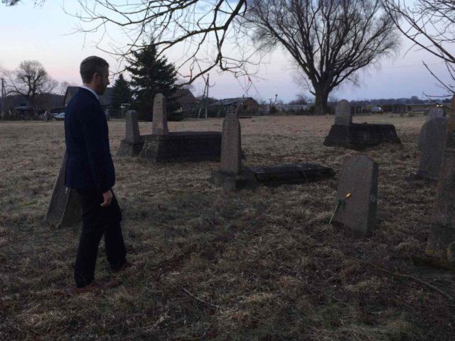 Joel at grave (Credit: Modesta Bielskienė)