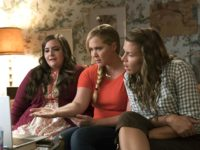 Busy Philipps, Amy Schumer, and Aidy Bryant in I Feel Pretty (Voltage Pictures, 2018)