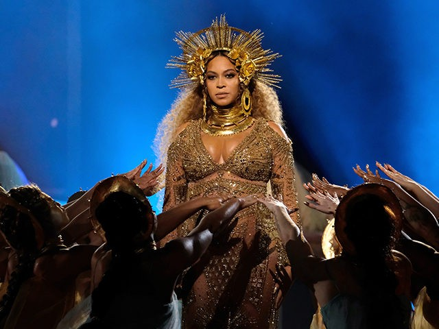 LOS ANGELES, CA - FEBRUARY 12: Singer Beyonce performs during The 59th GRAMMY Awards at STAPLES Center on February 12, 2017 in Los Angeles, California. (Photo by Larry Busacca/Getty Images for NARAS)