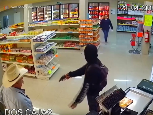 Samaritan Tackles Armed Robber in Mexico