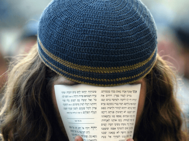 Jewish leader warns against wearing yarmulkes in German cities