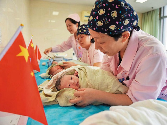 HUAINAN, CHINA - OCTOBER 01: Nurses take care of babies who were born on the National Day on October 1, 2017 in Huainan, China. (Photo by VCG/VCG via Getty Images)