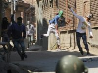 Indian Kashmiris clash with police in Srinagar on April 1
