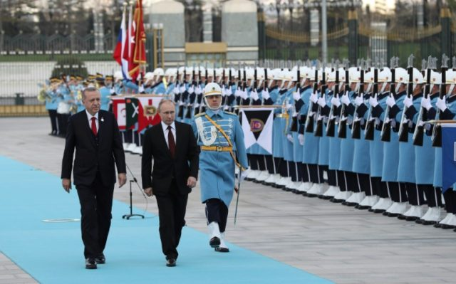 Turkish President Tayyip Erdogan and his Russian counterpart Vladimir Putin reviewed a guard of honour during a welcoming ceremony at the Presidential Palace in Ankara