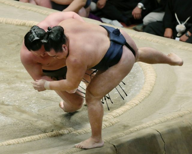 Sumo chief apologises after women attempting CPR ordered out of ring