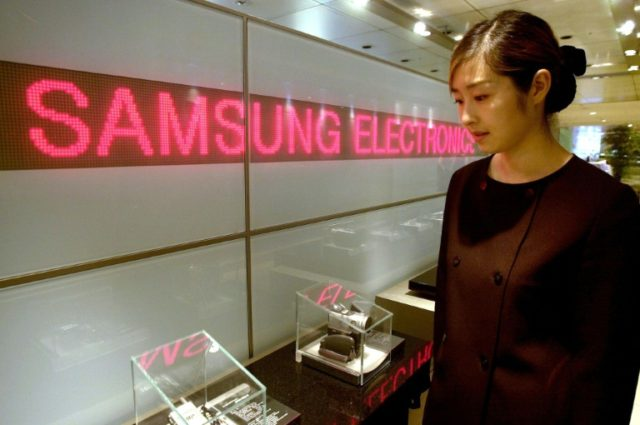 Samsung Electronics flagged a first-quarter operating profit of 15.6 trillion won ($14.7 billion), a record for any-three month period, as it benefited from soaring demand for its memory chips for mobile devices