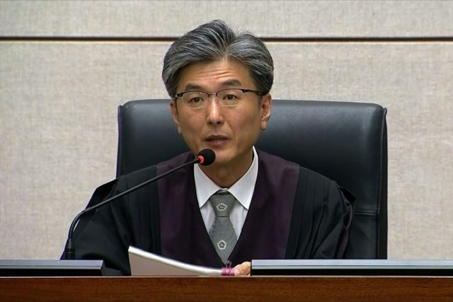 Judge Kim Se-yoon reads the verdict in the trial of disgraced former President Park