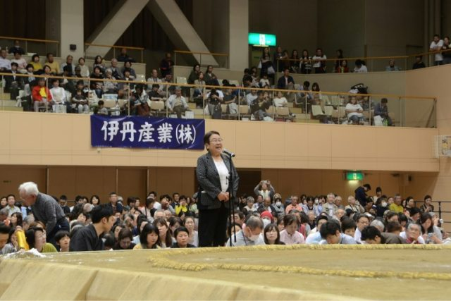 Mayor Nakagawa (C) delivers a speech from outside the sumo ring